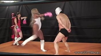Japanese domina facesitting her slaves on the ring...