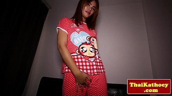Young thai ladyboy inserts toy in butt - XVIDEOS.COM