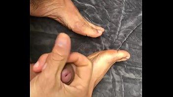 Punheta com gozada nos pés, Para quem curte um pé 42