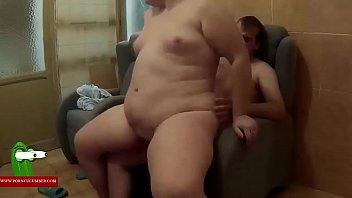 Follada en el sofa de los papas gui00123