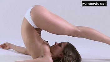 FlexyTeens gymnast Berta