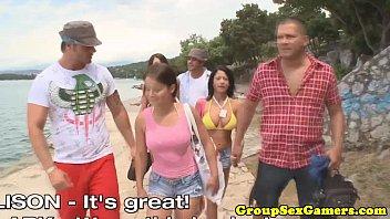 Ебут телок на пляже толпой смотреть онлайн на ПорноБерлога.com
