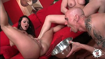 Streaming Video LECHE 69 Gorgeous babes Squirting into a bowl - XLXX.video
