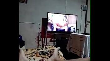 Paja de leomorocho por periscope viendo porno...