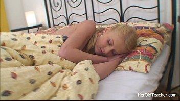 Папа трахнул спящую дочь и разбудил  смотреть онлайн на ПорноБерлога.com