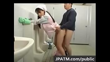 トイレの女清掃員が美人でマンコやお尻を舐めまわし挿入してます