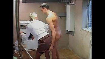 أم من 50 عاما أن تمتص الديك و هو مارس الجنس في بلدها كس الرطب, القديمة لها