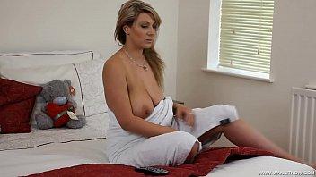 Blonda Filmata Nud In Dus Si In Dormitor