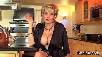 Cheating british mature lady sonia exposes her huge jugs