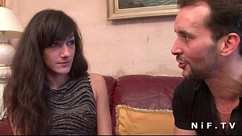 xxarxx صغير فرنسي امرأة سمراء شاق من المؤخرةي مارس الجنس