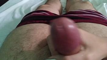 Teen gives a handjob to boyfriend novinha batendo uma pro namorado pau gostoso sendo masturbado cum gozada big dick big cock oil safada punheta gostosa massagem - XVIDEOS.COM