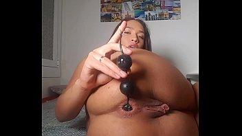 Slut Briana Banderas like to fuck her ass ! Anal balls, dildo anal, speculum