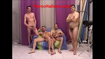 Porno casting - quattro attori esordienti per la pornostar esperta thumbnail