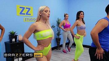 Streaming Video Gorgeous Babes (Abella Danger, Katana Kombat) dancing fucking - Brazzers - XLXX.video