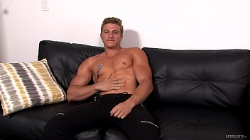 Straight euro muscle hunk soldier jerking dick...