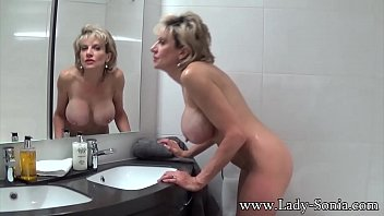 Lady Sonia Take s A Bath Then Rubs Her Pussy ubs Her Pussy