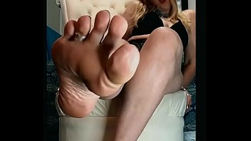 MILF Smelly Feet JOI