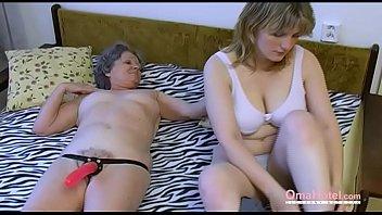 Doua Curve Lesbiene Se Masturbeaza Tare Cum Le Place Lor