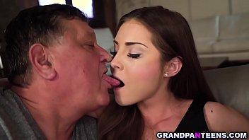 Tatal Isi Saruta Tare Fiica Cum Stie El Mai Bine Sa O Faca