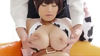 XVIDEO 爆乳コスプレ娘に手マンオッパイ責め