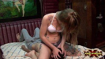 Loira de 19 anos sentado com seu cuzinho...