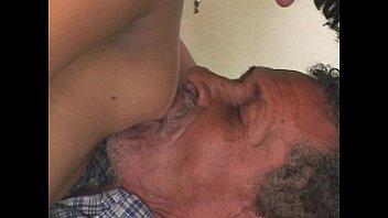 ممارسة الجنس مع أبي في حالة سكر ضاجع الفتاة