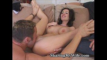 他の男性と妻の肉棒をしゃぶる姿、セックスを見て興奮する夫