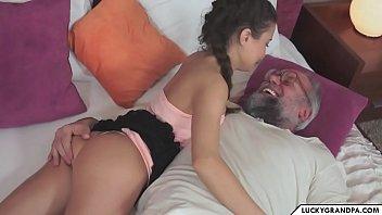 Sex Cu Bunicul Ce Isi Violeaza Nepoata