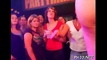 Drunk cheeks sucking weenie in club
