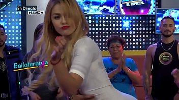 Anel la ganadora de las retas de baile en -es show multimedios mty-muebe tu pompi