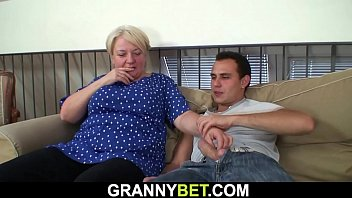 xxarxx Old granny pleases young dude