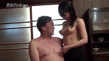美しい乳首を生徒の父親に乳首を舐められ感じまくる女教師