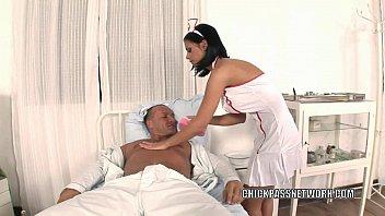 Asistenta Care Suge Pula Unui Pacient