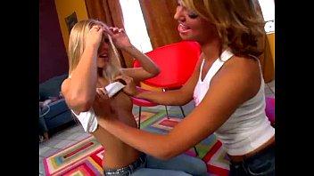 Brea and Jessee play kinky lesbian games