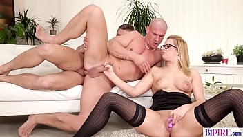 Bisexual cuckold guy - Nikki Dream, Max Born and Ronny Wood
