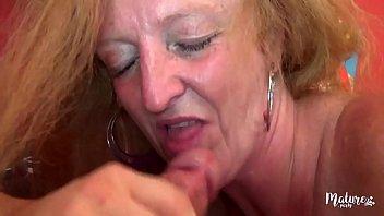 امرأة من 60 عاما على ممارسة الجنس مع طفل.