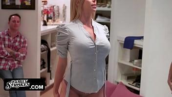 Porno Cu O Blonda Ramane Blocata Sub Masa Si Vecinul O Fute In Buci