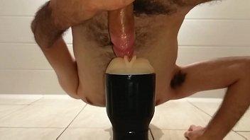 Fudendo gostoso a buceta de borracha