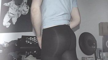 sissyformen blogger is a gorgeous slut who loves pantyhose and stripping