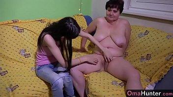 Lesbienele Mama Si Fiica Se Ling Cum Stiu Ele Mai Bine In Pizda