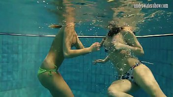 Streaming Video Girls Andrea and Monica stripping one another underwater - XLXX.video