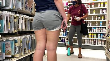 pretty girls shopping 001