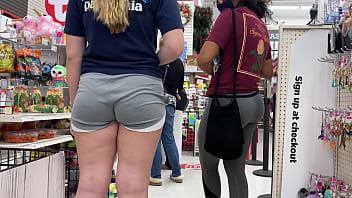 pretty girls shopping 002