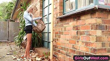Skinny amateur blondie outdoor toying