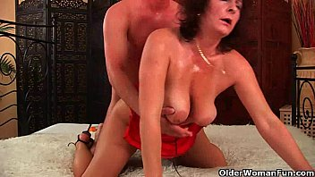 cover video Mom Wants You To Mount Her And Blow Your Load O