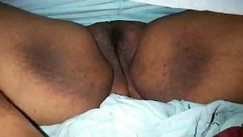 Mom hot pussy show in sleeping -