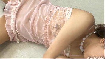 【無修正】透け透けの下着姿でオナニーに没頭しちゃう美熟女!