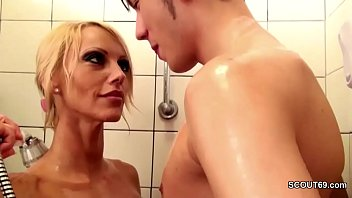 bruder fickt schwester unter der dusche