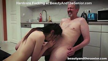 Porno In Bucatarie Cu Menajera Tanara Care Imi Suge Bine Pula