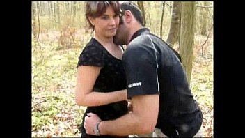 Sex In Padure Cu O Mamica Face Sex Din Picioare Cu Fiul Vitreg